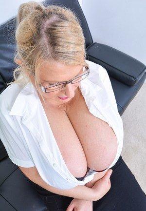 Chubby women sucking cock